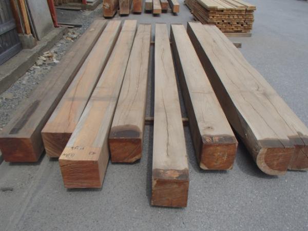 画像1: 500156 【値下げ】7年乾燥 欅ケヤキ 大黒 柱材 角材(長さ4.2m×25cm×25cmほか) (1)